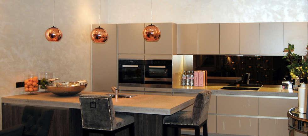 Colherne Mews: Salle à manger de style de style Moderne par Concrete LCDA