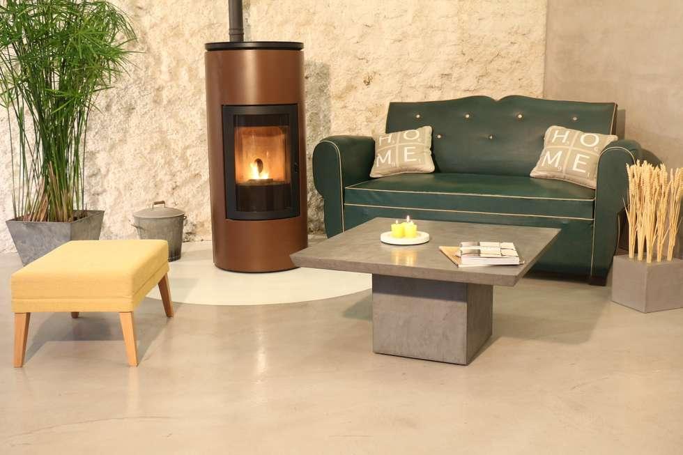 Sol en béton ciré décoratif salon: Salon de style de style Classique par Les Bétons de Clara