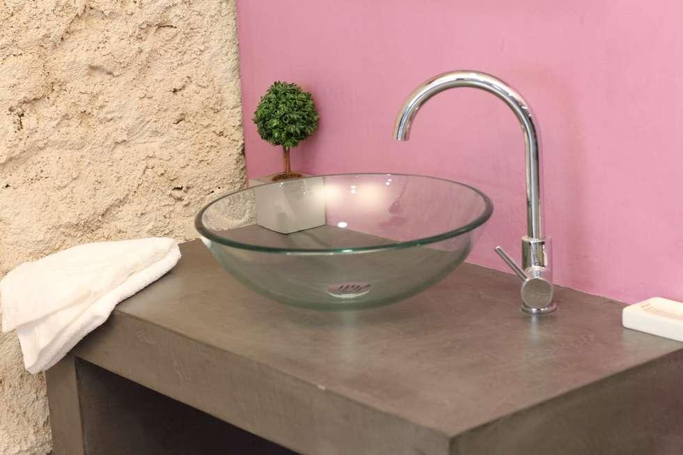 Salle de bain béton ciré: Salle à manger de style de style Moderne par Les Bétons de Clara