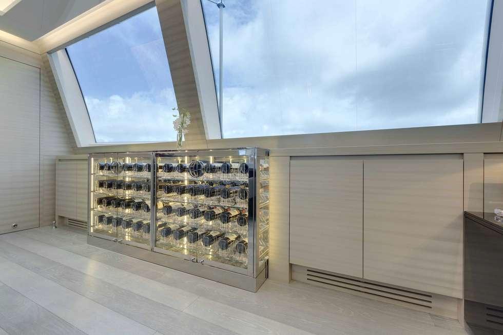 Yachts & Jets de style de style Moderne par Esigo SRL
