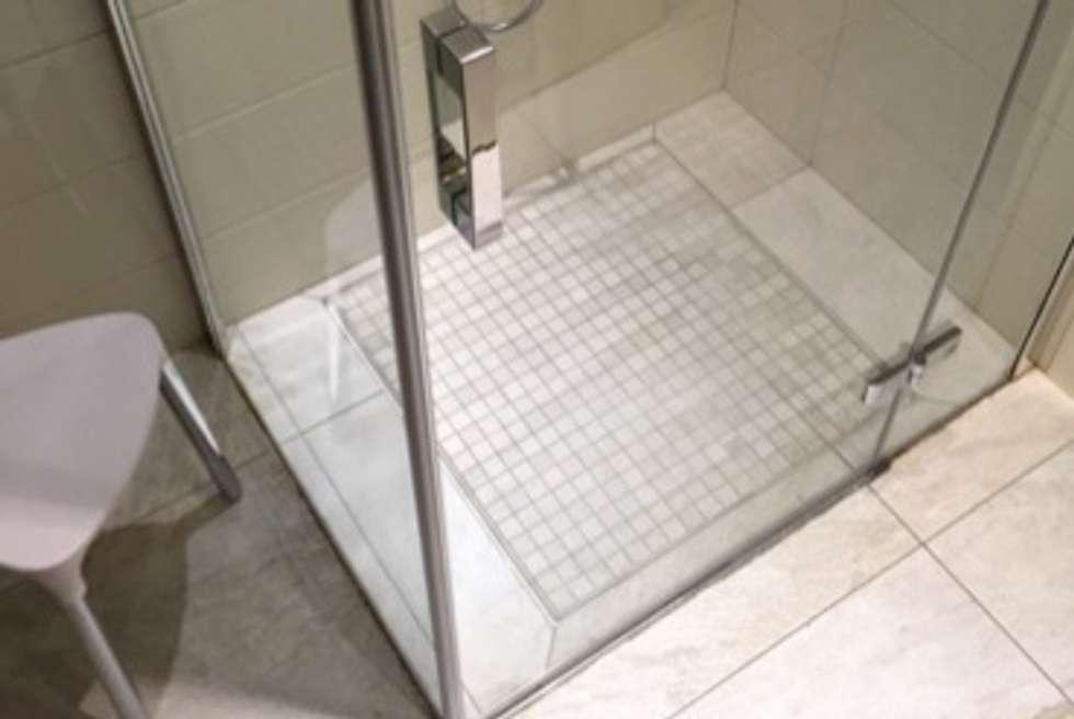 Idee arredamento casa interior design homify - Piatto doccia raso pavimento ...