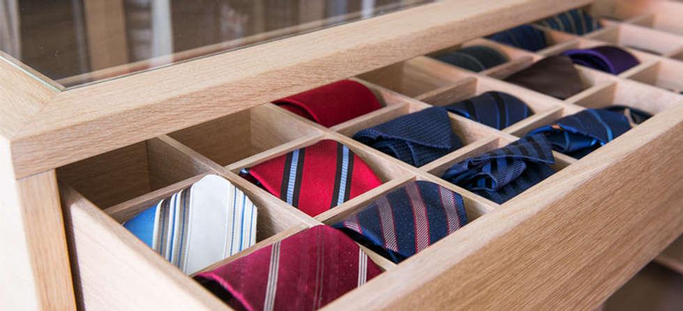 Schubladenschrank Mit Krawatten Vitrine   Beidseitig Ausziehbar: Klassische  Ankleidezimmer Von DESIGNWERK Christl