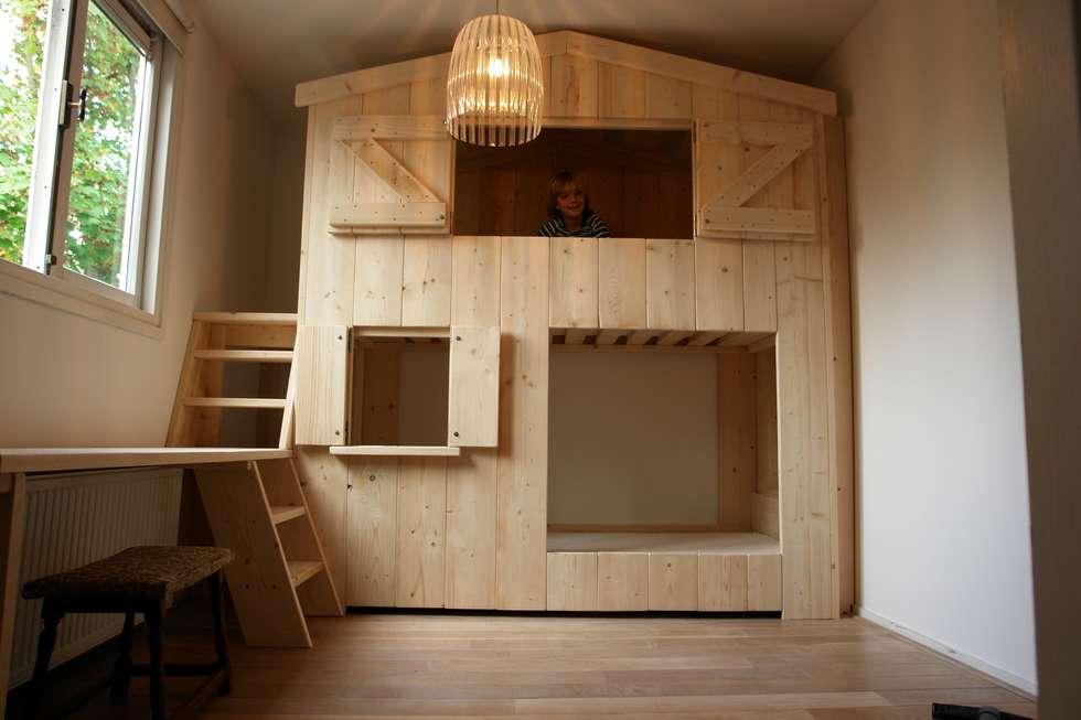Bedstee huisje stapelbed met bureau : minimalistische kinderkamer