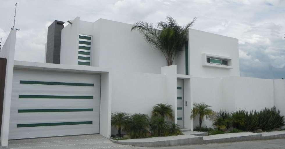 CASA ZAGO: Casas de estilo minimalista por ARKIZA ARQUITECTOS by Arq. Jacqueline Zago Hurtado