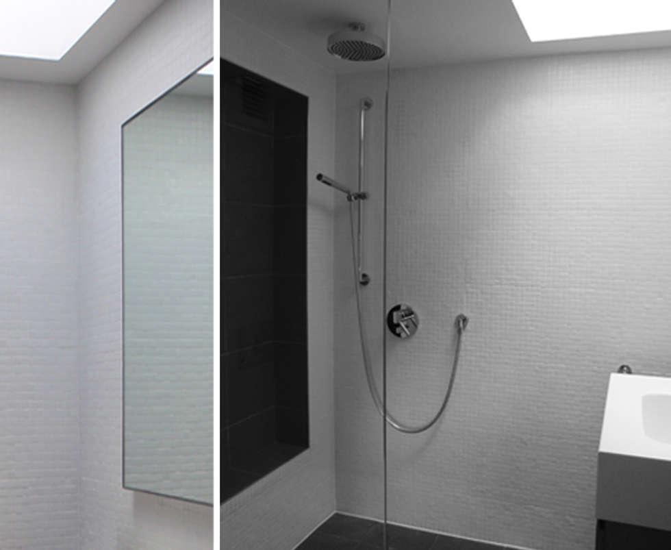 LONDRES: Salle de bains de style  par KTL Interiors  by Kareen Trager-Lewis