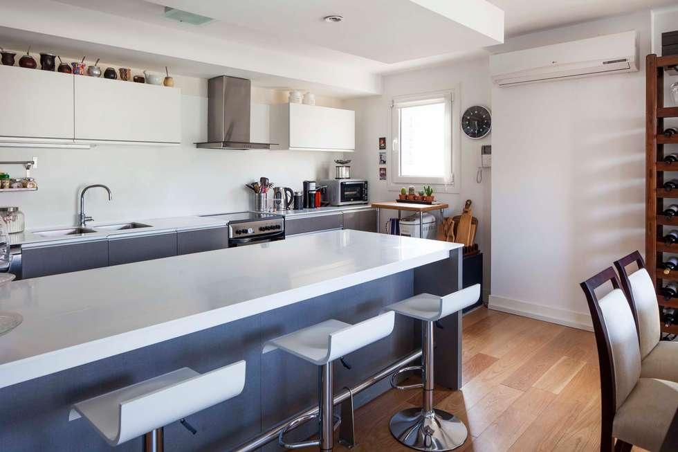 Cocinas de estilo moderno de LLACAY arquitectos