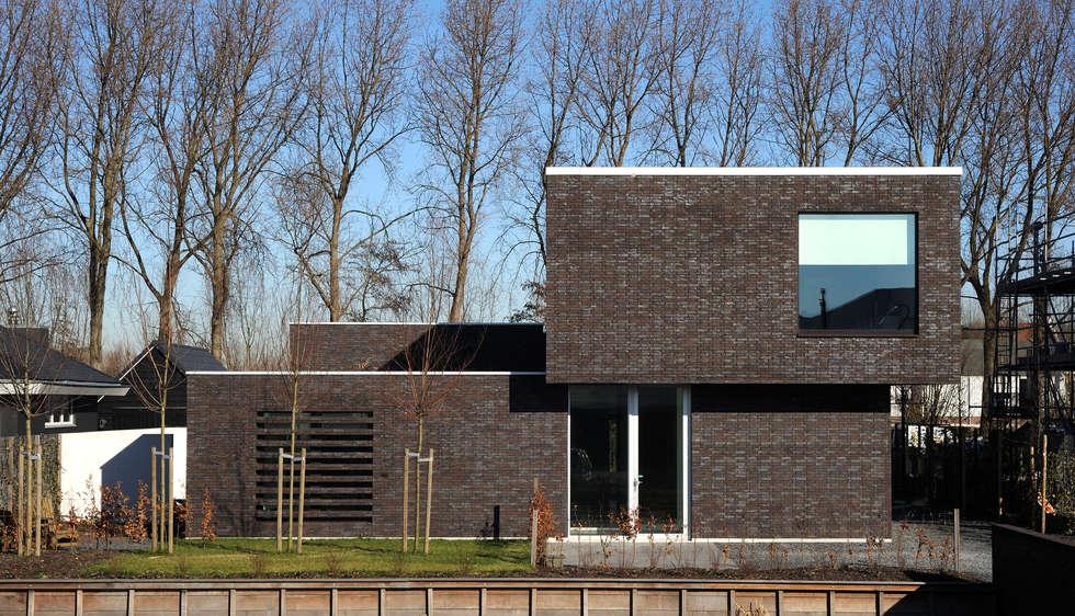 House TE: Maisons de style de style Moderne par CONIX RDBM Architects