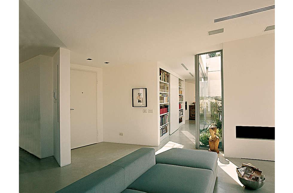 Zona ingresso: Ingresso & Corridoio in stile  di 8&A Architetti