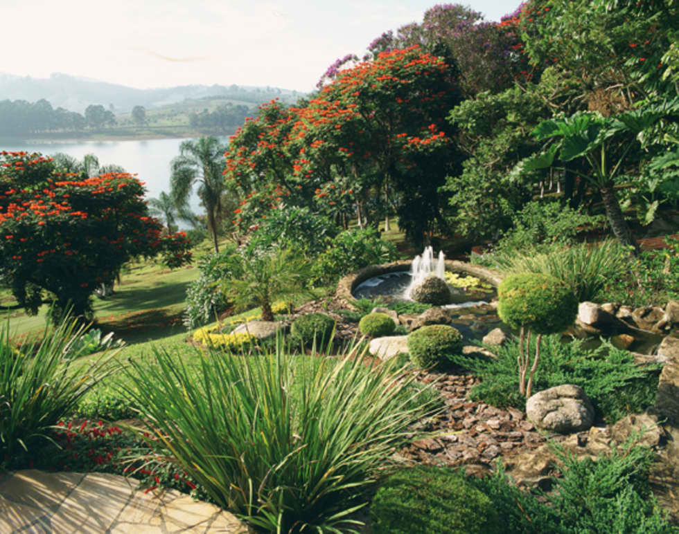 Floradas: Jardins rústicos por Eduardo Luppi Paisagismo Ltda.