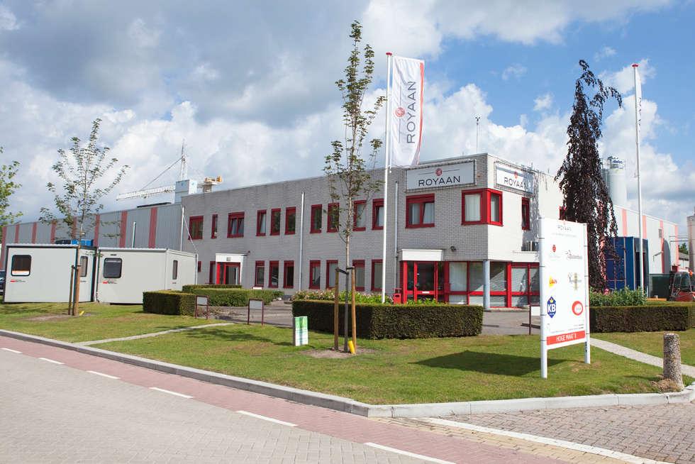 Representatieve bedrijfstuin:  Kantoorgebouwen door Mocking Hoveniers
