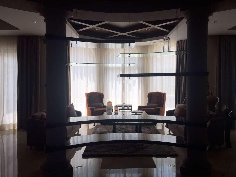 Sala: Salas de estilo ecléctico por INTERIORISMO MG