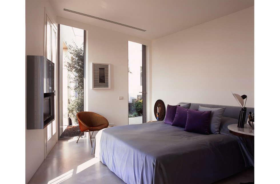 Camera da letto: Camera da letto in stile in stile Moderno di 8&A Architetti