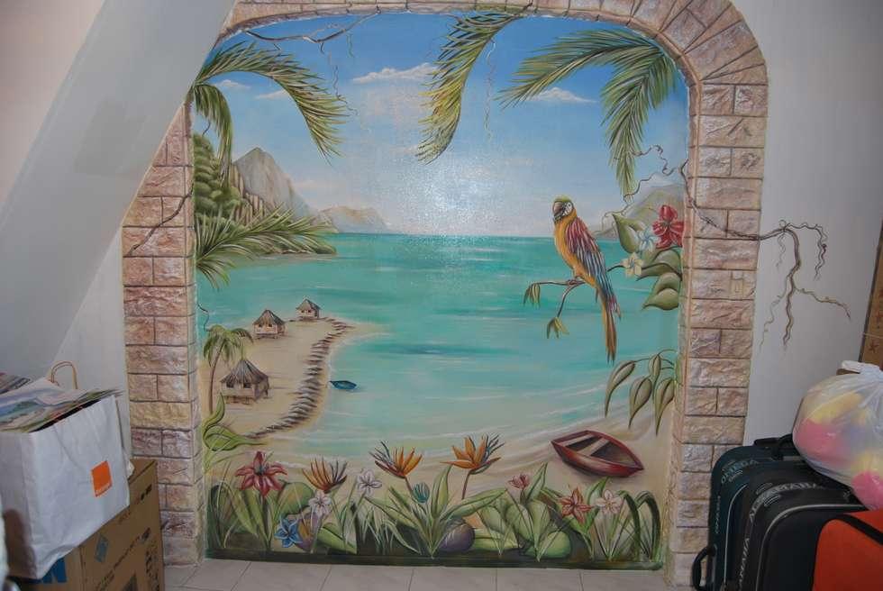 la polynésie : Salle à manger de style de style Tropical par Emilie Cardinale