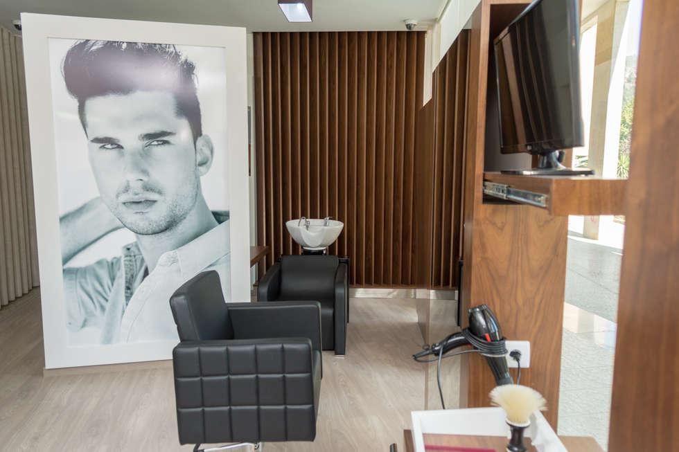 Hair Dresser - Luis: Escritórios e Espaços de trabalho  por Ângela Pinheiro Home Design