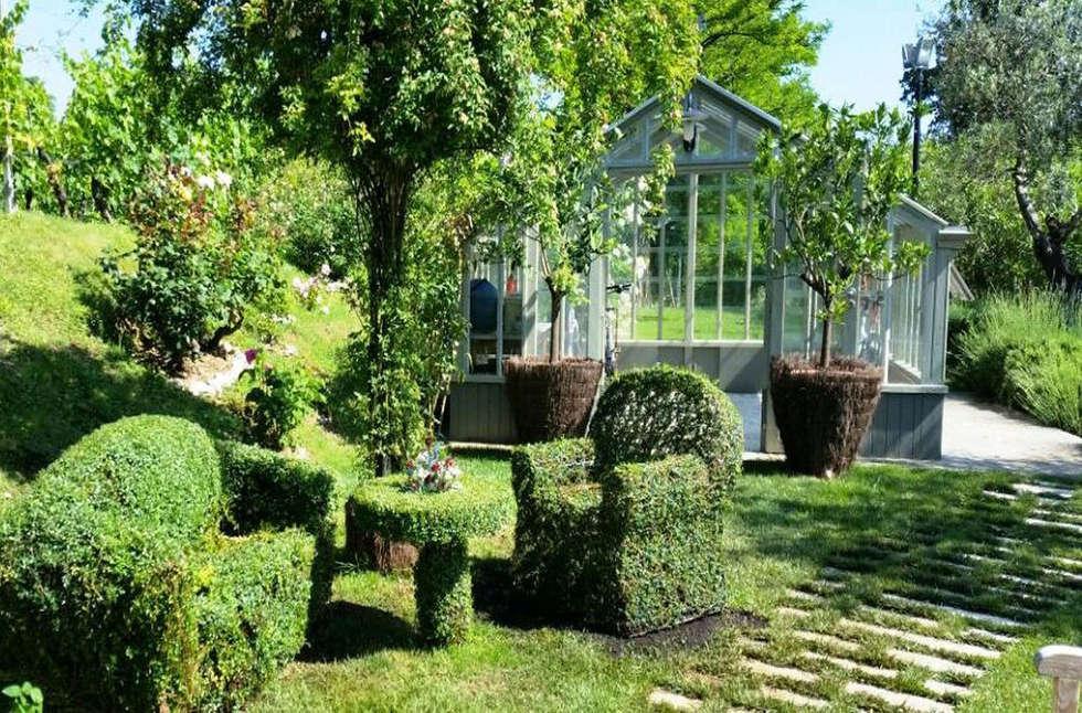 salotto green: Giardino in stile in stile Eclettico di Fiorenzobellina-lab