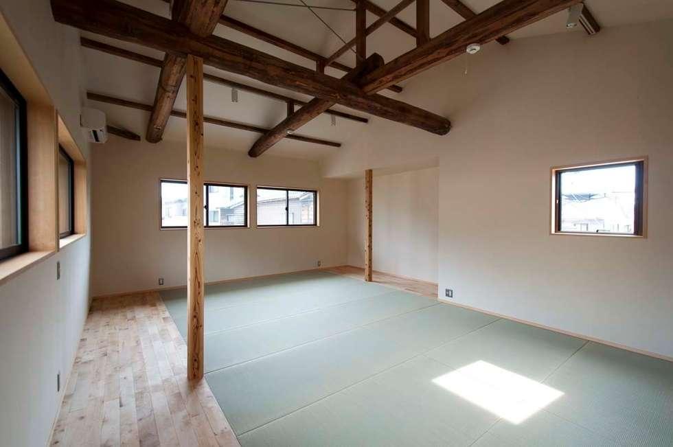 2階 たたみルーム: 家山真建築研究室 Makoto Ieyama Architect Officeが手掛けた和室です。