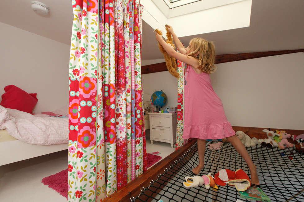 hoogslaper in de kap: moderne Kinderkamer door Studio evo