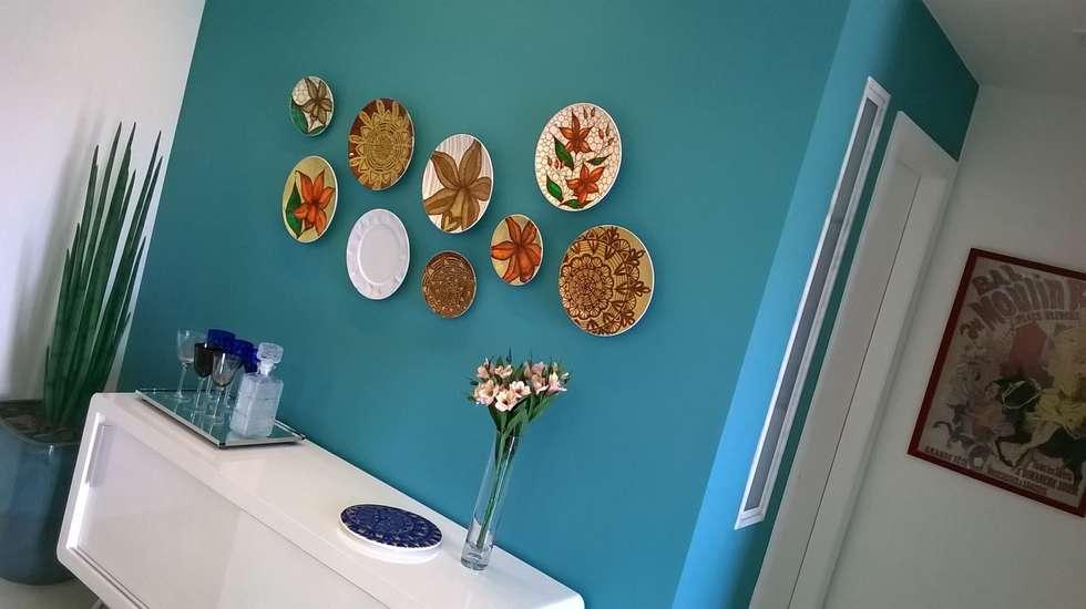 Cores e arte: Salas de jantar modernas por Fabio Pantaleão Arquitetura+Interiores