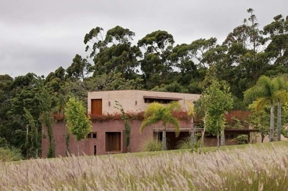 Residência Boa Vista: Jardins clássicos por André Paoliello Paisagistas Associados