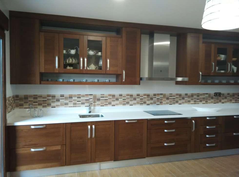 Fotos de decoraci n y dise o de interiores homify - Cocinas color nogal ...