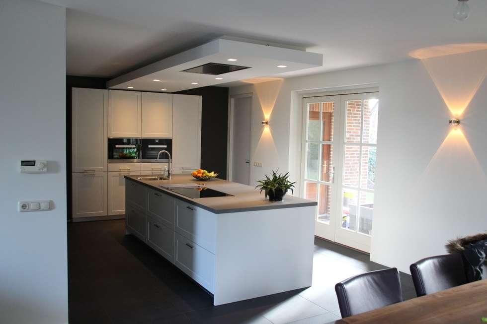 Foto u2019s van een moderne keuken  modern kookeiland   homify