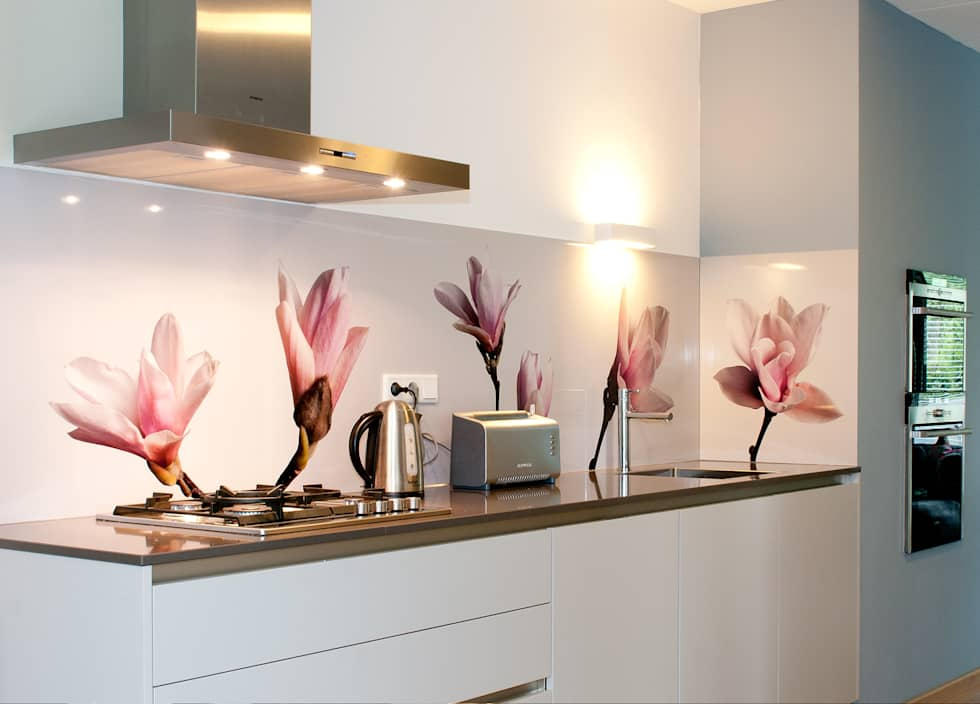 Achterwand Modern Keuken : Moderne keuken en eetkamer met achterwand gemaakt in horizontale