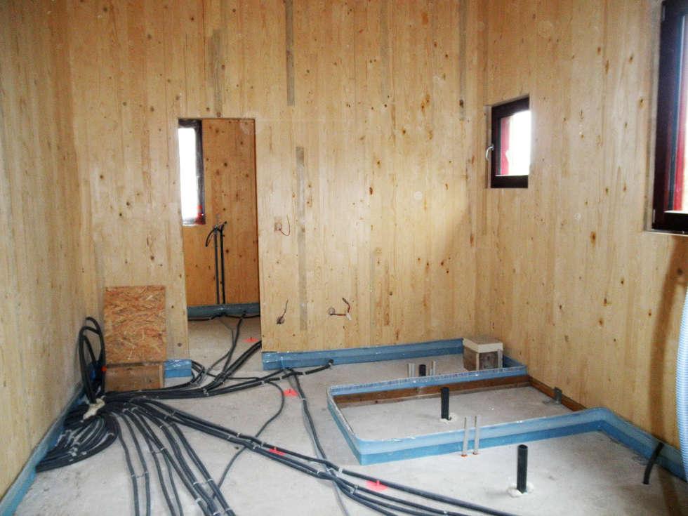 L'espace SDB coque nue: Salle de bains de style  par EDECO Rénovation