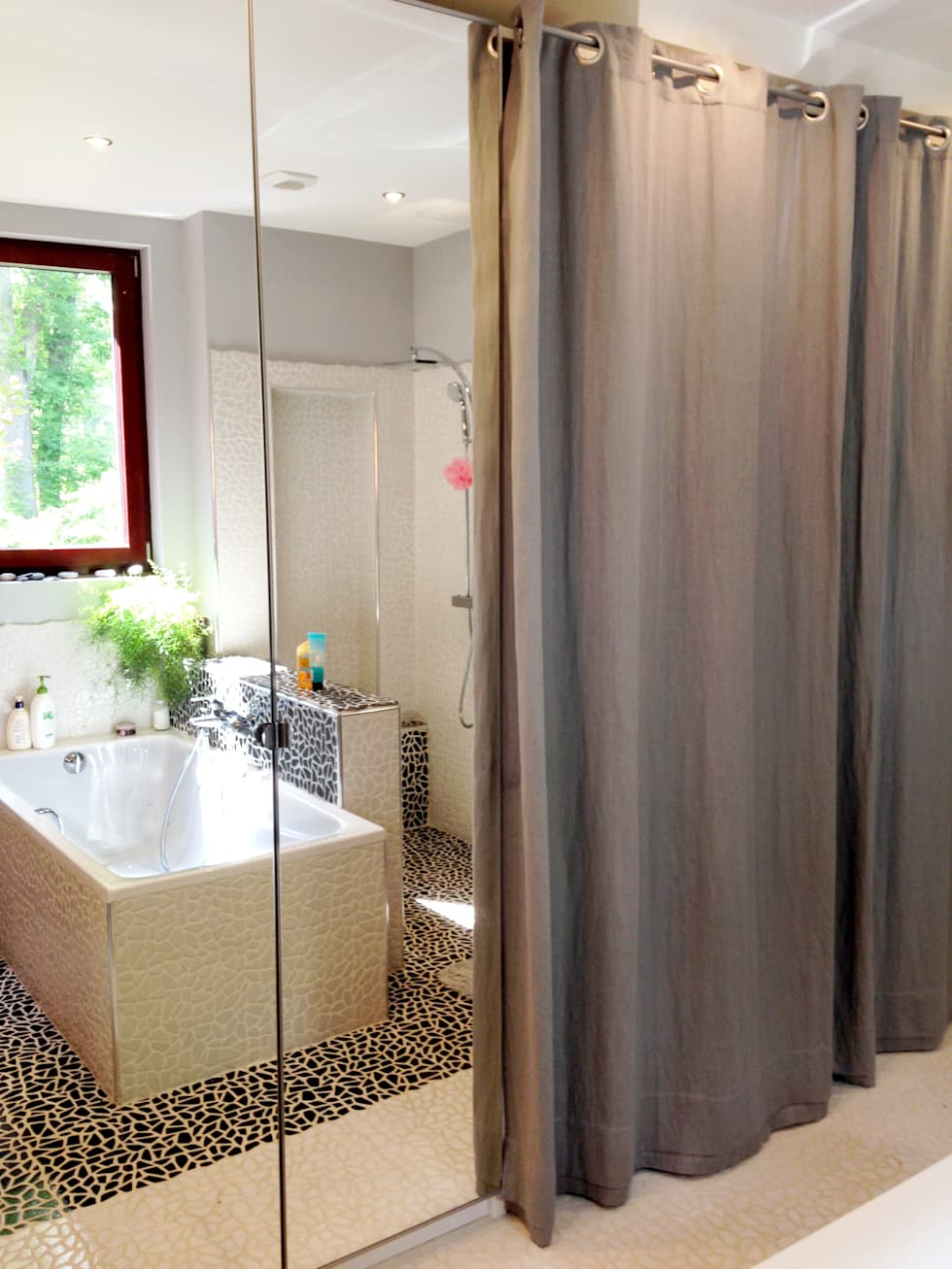 Le dressing: Salle de bains de style  par EDECO Rénovation