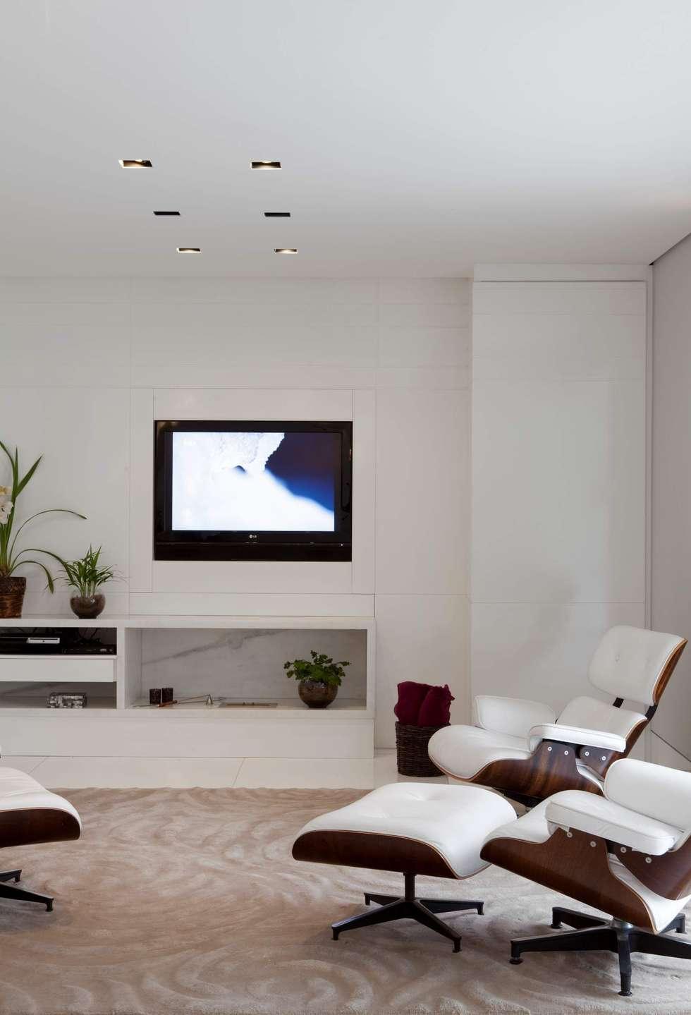 Top House SP: Salas multimídia minimalistas por Cristina Menezes Arquitetura