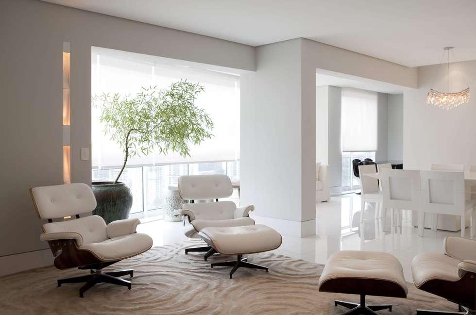 Top House SP: Salas de estar minimalistas por Cristina Menezes Arquitetura