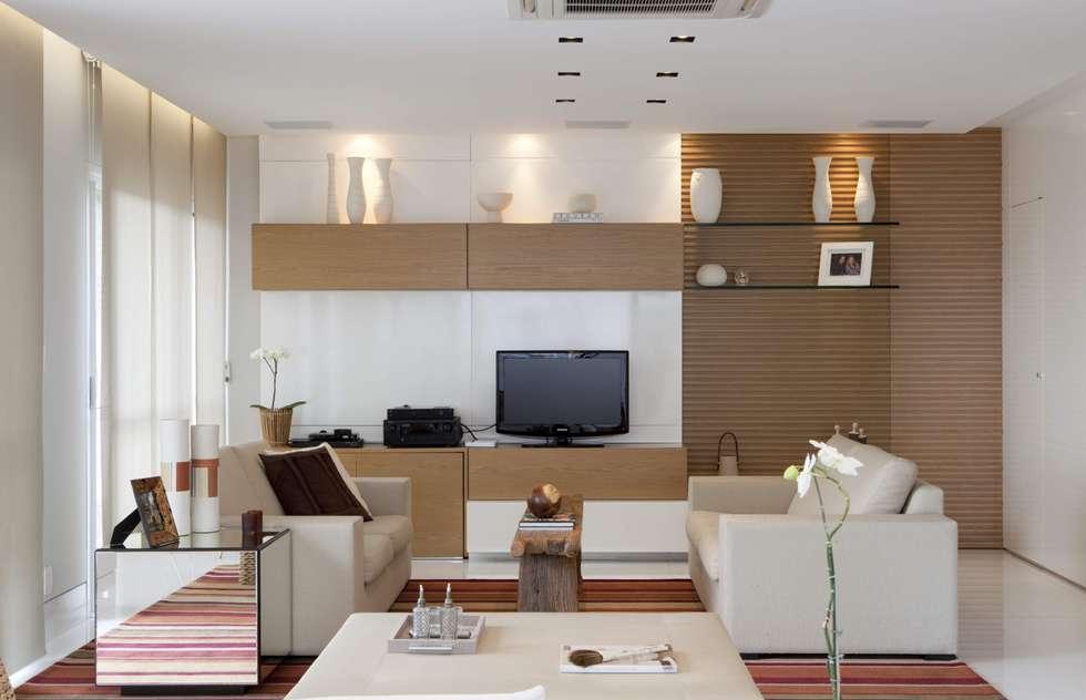 Top House SP: Salas de estar modernas por Cristina Menezes Arquitetura