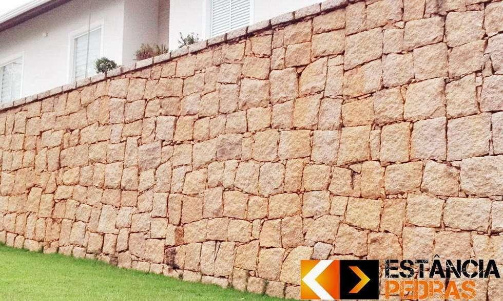 Muro de Arrimo: Paredes  por Estância Pedras