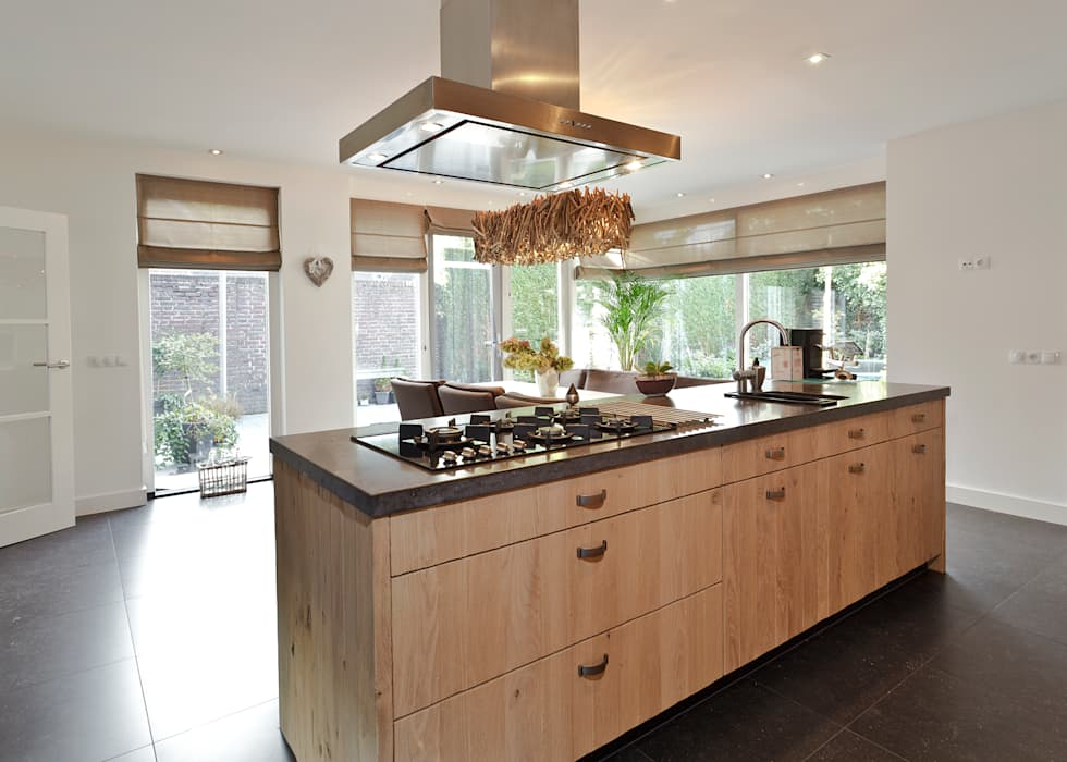 De warmte van rustiek: moderne Keuken door Thijs van de Wouw keuken- en interieurbouw