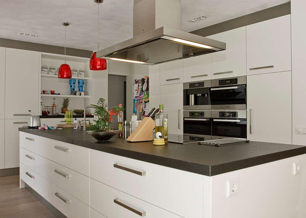 Riant kookeiland: moderne Keuken door Thijs van de Wouw keuken- en interieurbouw