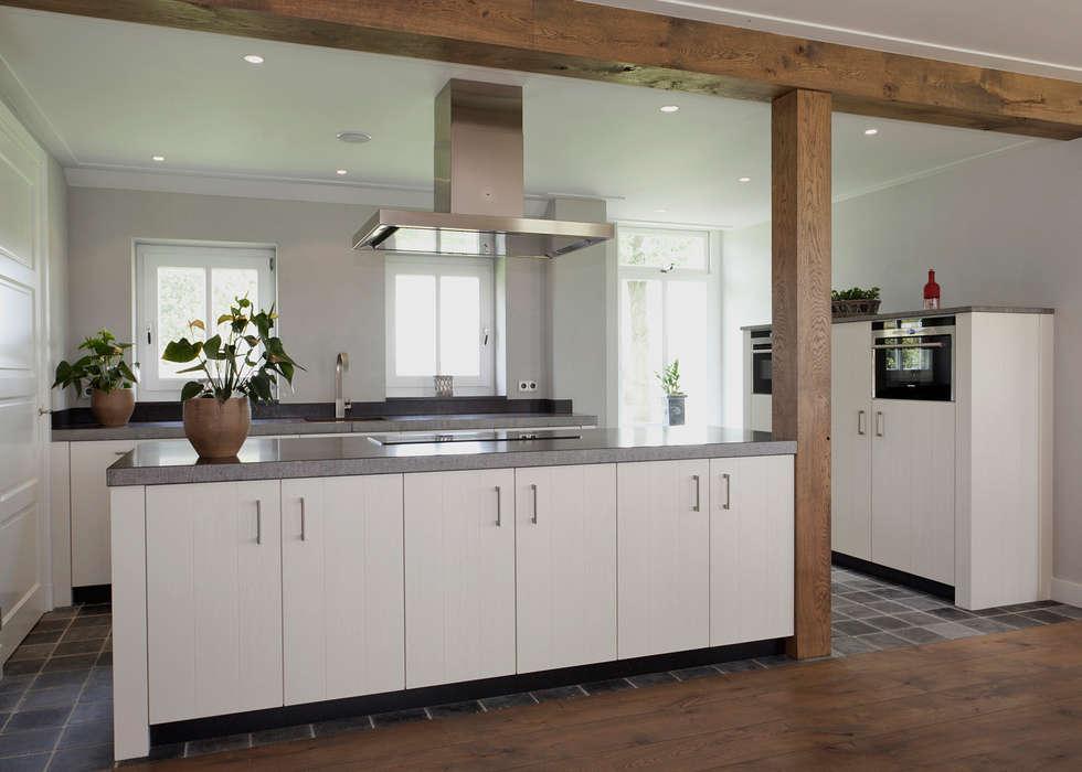 Eiken allure : moderne Keuken door Thijs van de Wouw keuken- en interieurbouw