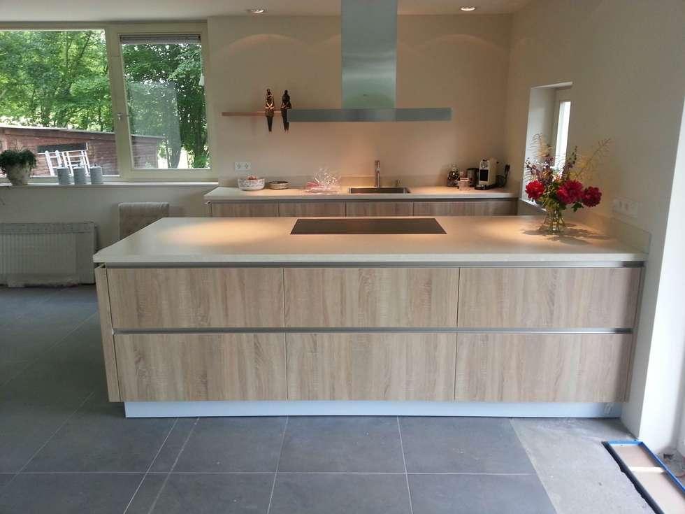Houten Keuken Greeploos : Foto's van een moderne keuken houten kookeiland greeploos
