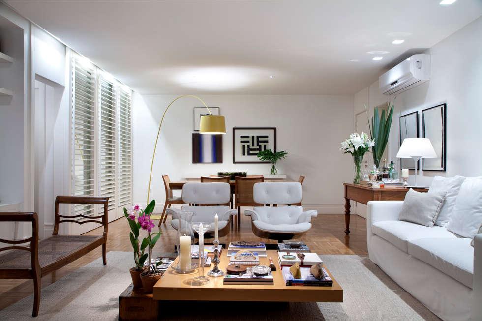Salas integradas: estar e jantar: Salas de estar ecléticas por Angela Medrado Arquitetura + Design