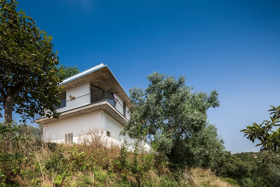 Casa sobre Armazém: Habitações  por Miguel Marcelino, Arq. Lda.