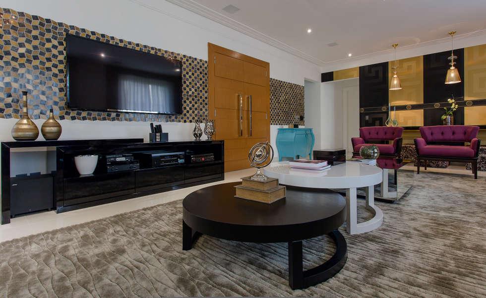 Detalhes sala de estar: Salas de estar ecléticas por Helen Granzote Arquitetura e Interiores
