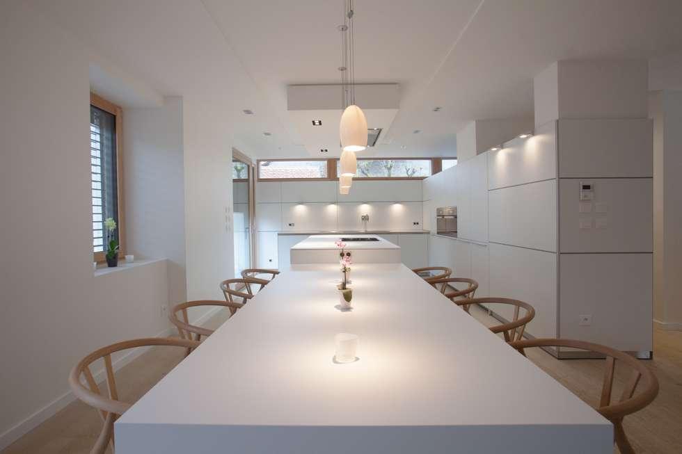 bulthaup b3 dans l'Ain.: Cuisine de style de style Moderne par bulthaup espace de vie Pontarlier