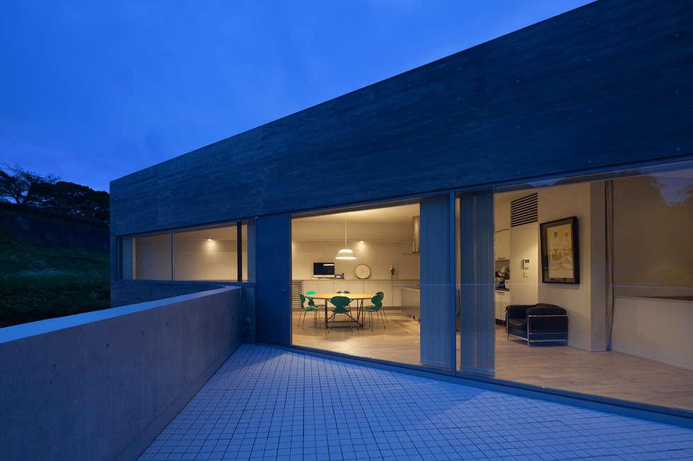 京町の家: TASS建築研究所が手掛けたベランダです。