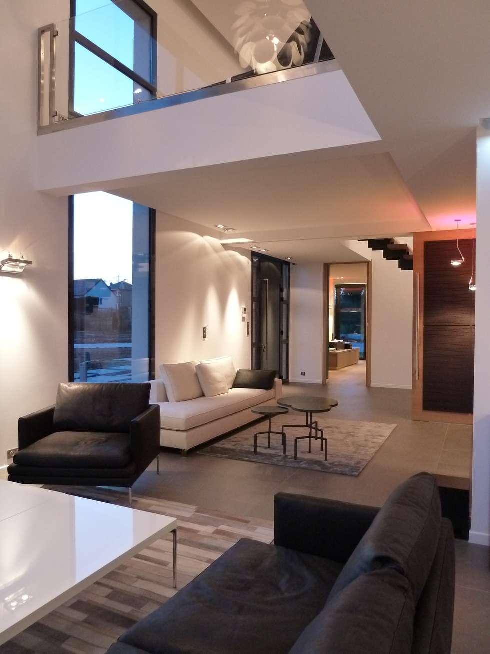 la salon: Salon de style de style Minimaliste par Emilie Bigorne, architecte d'intérieur CFAI