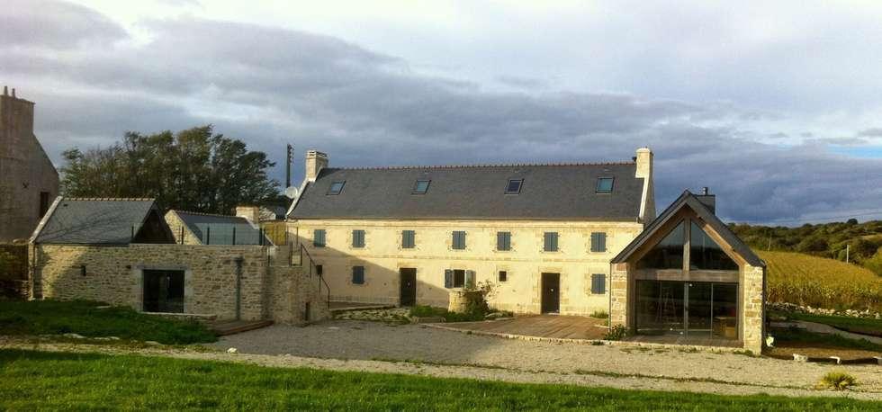 Rénovation d'une longère à Plouhinec: Maisons de style de stile Rural par LE LAY Jean-Charles