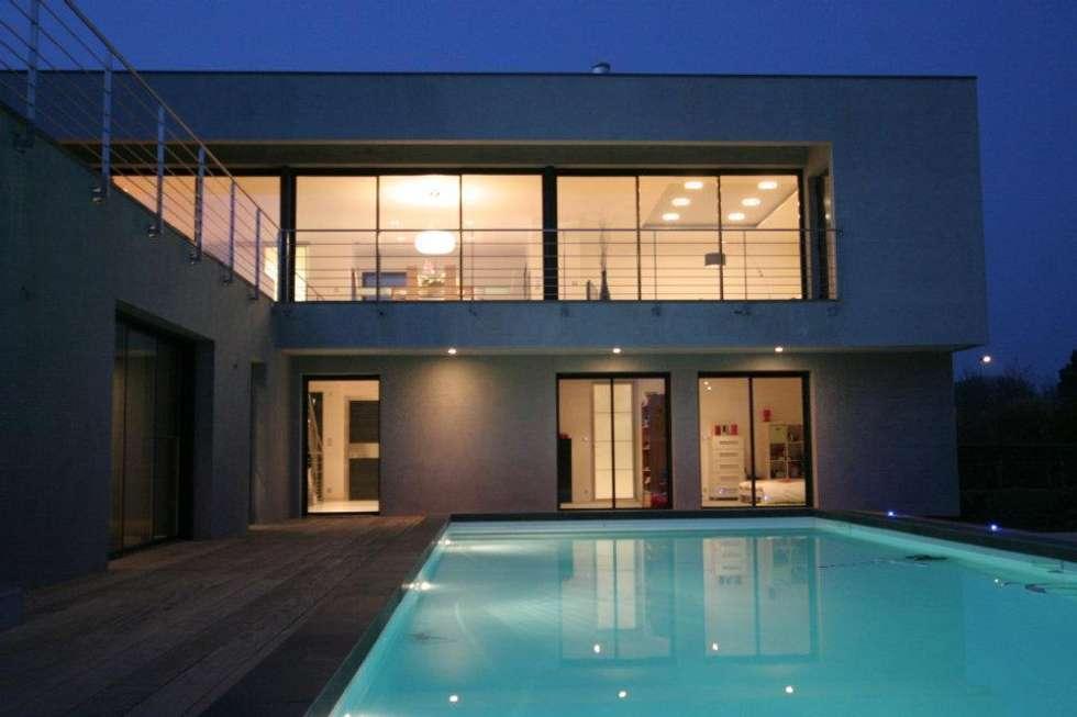 Construction d'une villa contemporaine à Bénodet: Maisons de style de style Moderne par LE LAY Jean-Charles