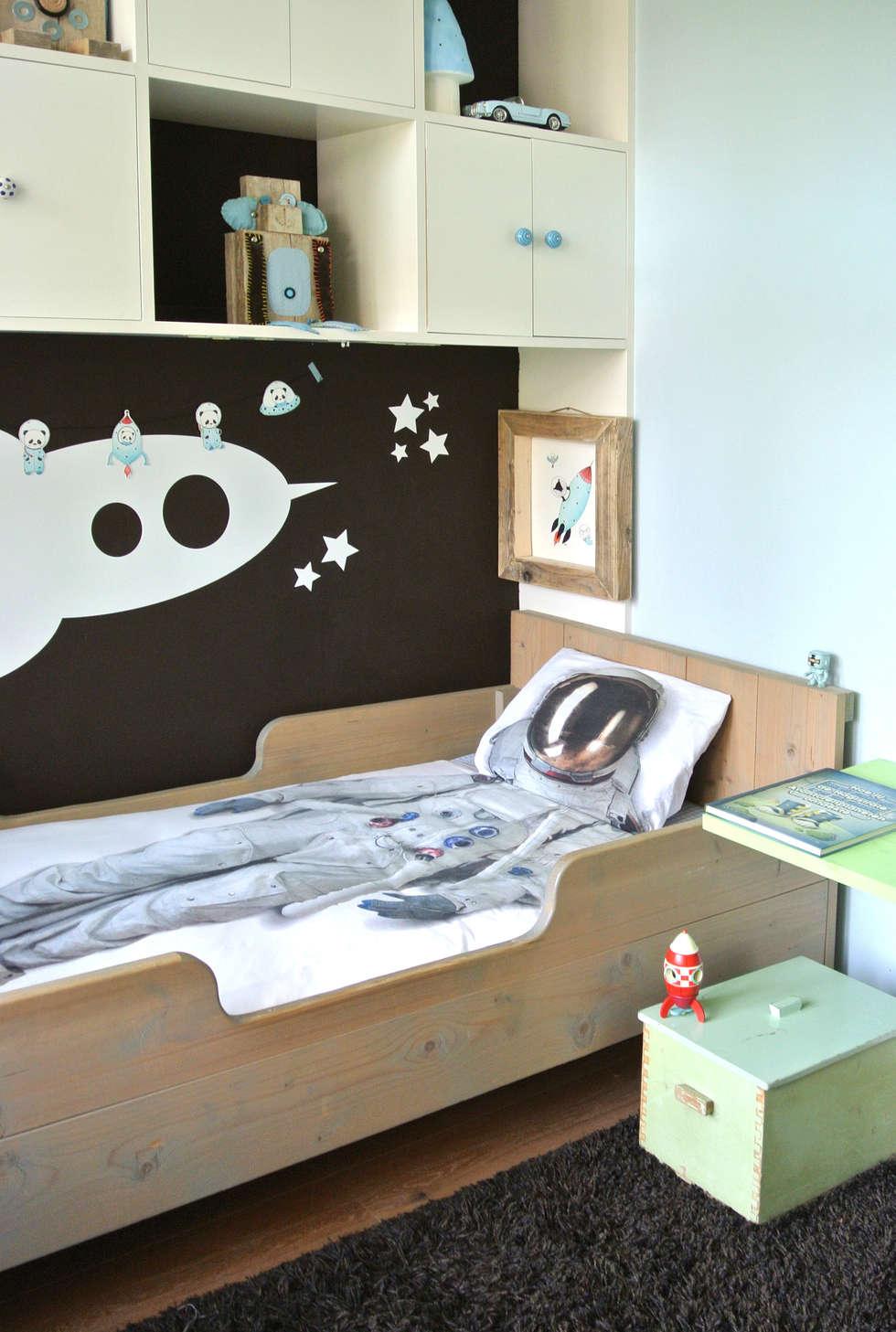 gestylde jongenskamer ruimte kinderkamervintage: moderne Kinderkamer door Kinderkamervintage