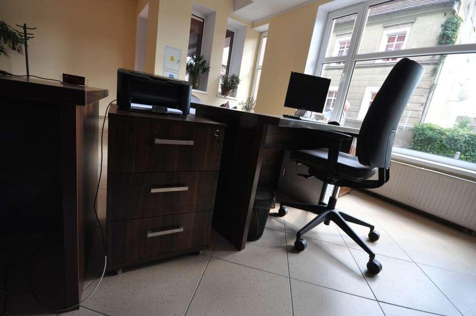 Meble biurowe do biura rachunkowego: styl , w kategorii Przestrzenie biurowe i magazynowe zaprojektowany przez FILMAR meble