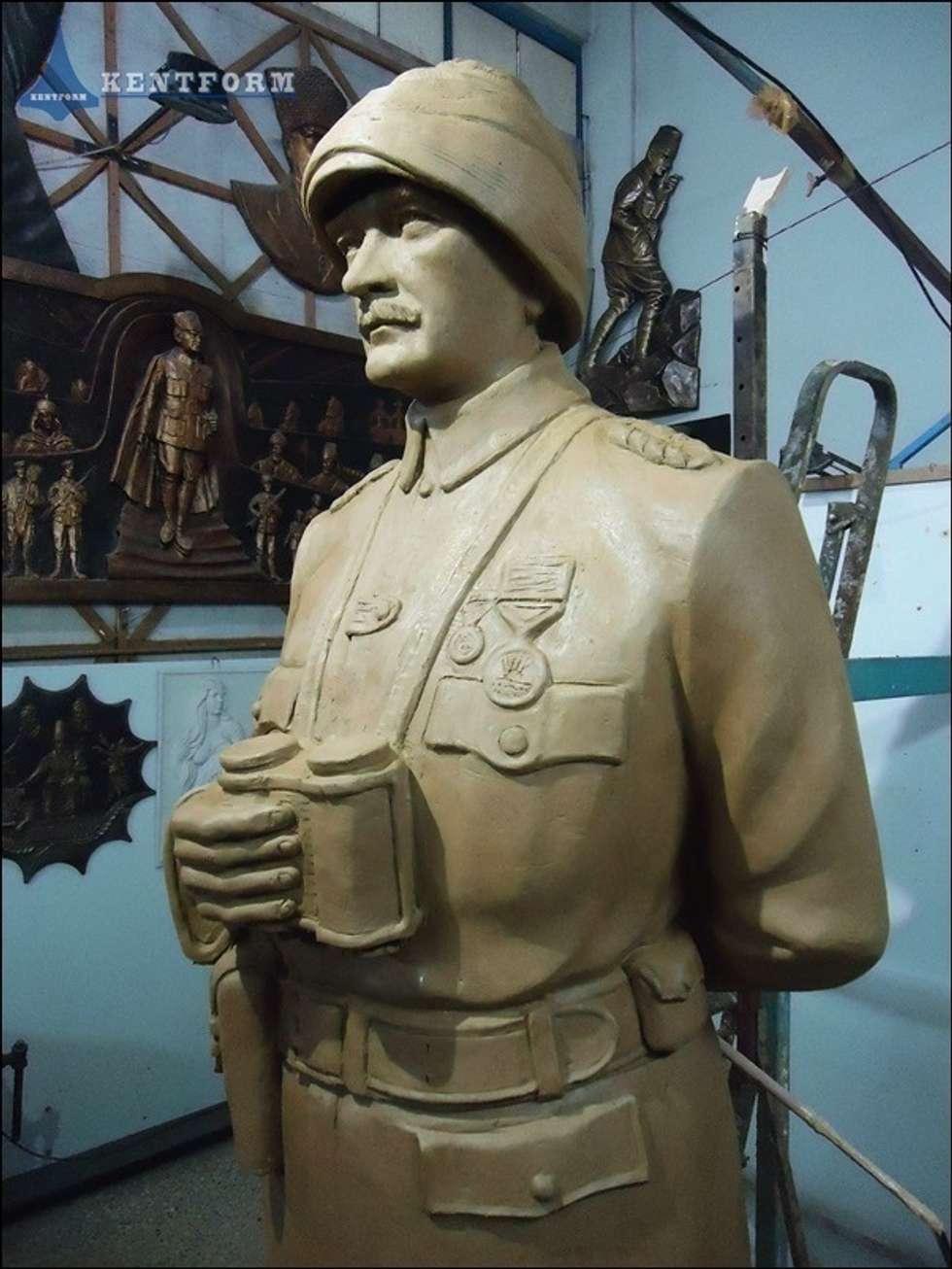 Kentform Tasarım Sanat Atölyesi – Atatürk Heykeli Çanakkale Anıtı:  tarz Sergi Alanları