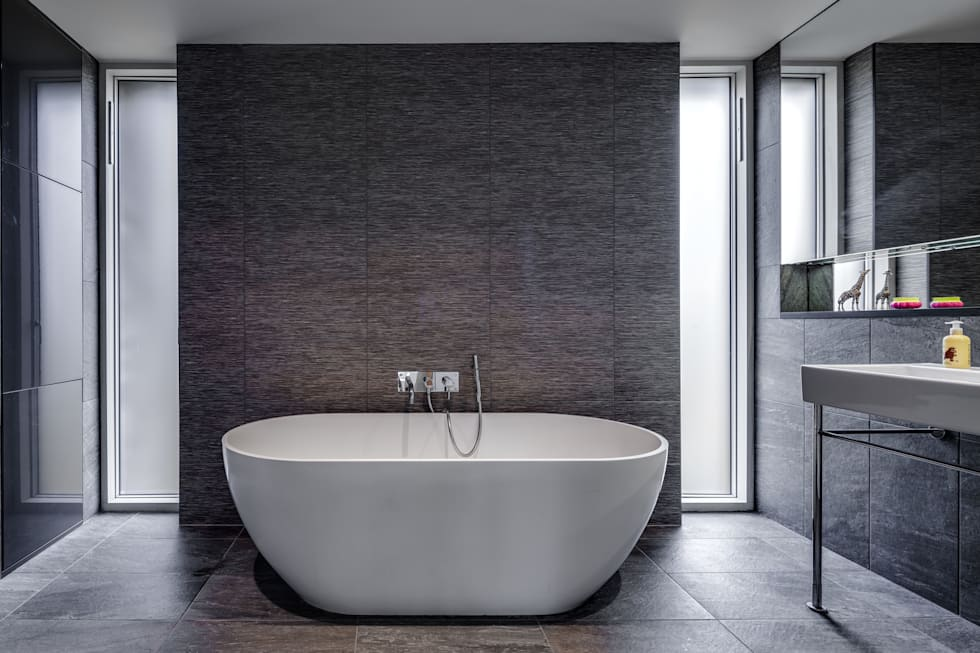 The Nook: modern Bathroom by Hall + Bednarczyk Architects