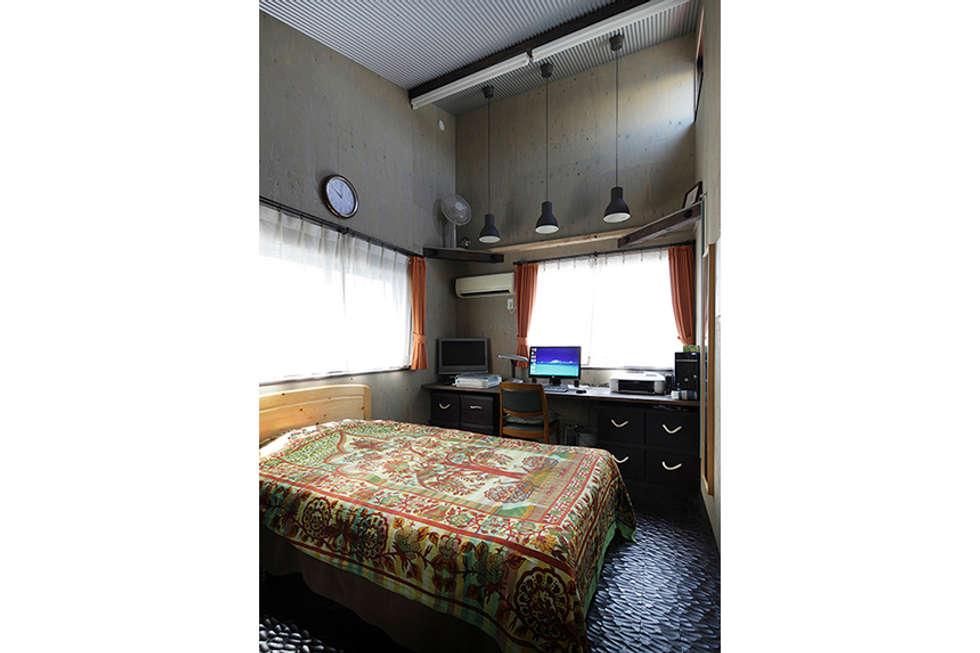 大倉山プロジェクト ゲストルーム: 腰越耕太建築設計事務所が手掛けた和室です。