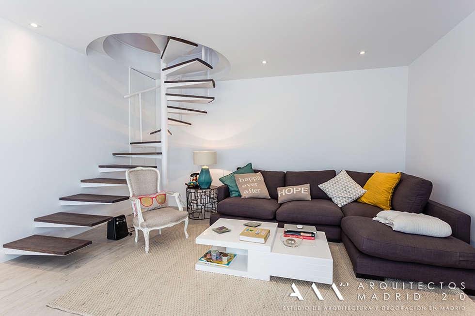 Fotos de salones de estilo moderno sal n con escalera de - Salones con escaleras ...